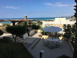 Il giardino sul mare - Villa con giardino a pochi metri dal mare