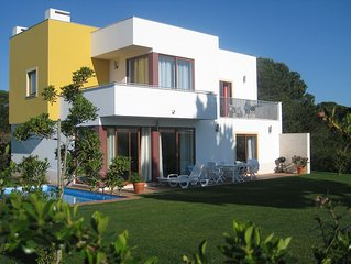 Luxurious Villa, Large private garden, Lagoon and Countryside views, free wifi