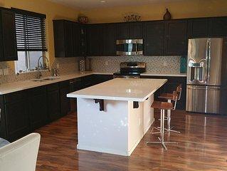 LIKE NEW! Modern and sleek 3 yr-old house in quiet Arrowhead area/Hike/Golf/Shop
