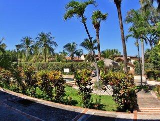 Flamingo Beach Villa - One of Few Renovatd Units- Walk to Beach- Bikes Included