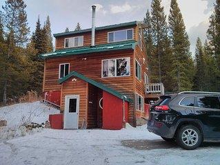 Bridgerview Cabin - 2 mi. from Ski Hill, view of Bridger Mtns on each floor!