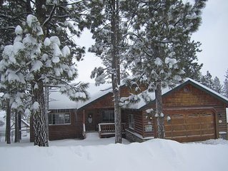 Big Bear Lake Cabin: 3B/2B - 1/2 mile to Snow Summit.  Walk to Lake.  Hot Tub.