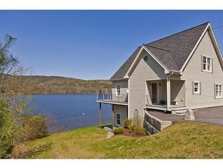 Black Bear Lodge: Lakefront Home on Mascoma Lake