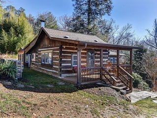 Rustic Elegance Minutes to Downtown : Privacy, Hot Tub & Amazing Mountain Views