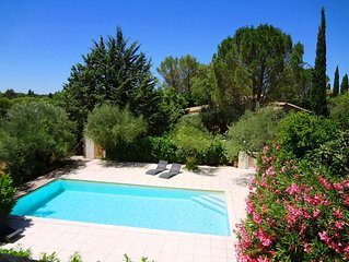 Domaine à Uzès au calme: piscine 10X5, 11 ch, 26 lits, 5 sdb, jardin1ha, WIFI