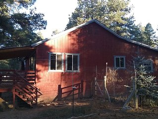 Rest your Mind Cozy Country Cabin Clean and Quiet--Pet Friendly