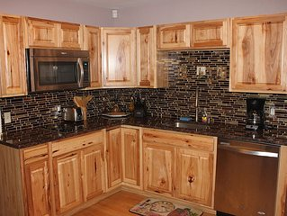 Beautiful Getaway house in Shawnee! Nice and quiet, close to Skiing and Casino!