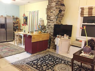 Bright and Beautiful 2 Bedroom Home-1Bath Downtown with Parking