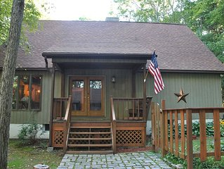 Lakehouse in the Woods- 2 Hours from NYC- 5 bedroom- 4,300 sq ft Newly Renovated
