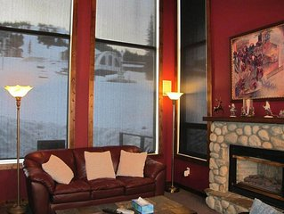 Deluxe 4 bedroom home- Ski in/ski out right at your doorstep- sleeps 12