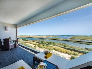 A beautiful two bed apartment on a quiet complex with stunning sea views