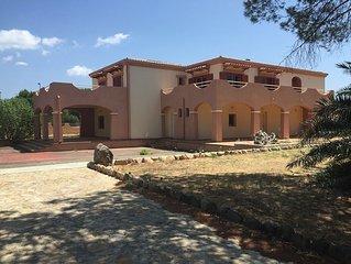 Villa singola con campo da tennis e giardino