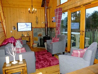 Charming log cabin with great views over beautiful Loch Awe and mountains beyond