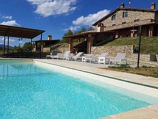 Villa Re di Luco.Casolare di lusso con piscina colline toscane 14posti