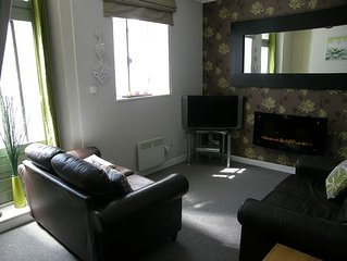 Two Bedroom Townhouse, Sleeps 4 People, A  5 Minute Walk From Amenties