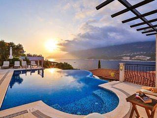 Villa Bella Vista : Seafront Villa With Private Pool And Private Sea Platform