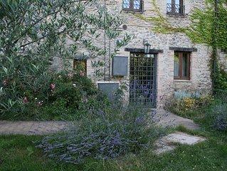 CASALE VIGNOLO, LA TORRE( tra i fiori) - a small apartment with separate entranc