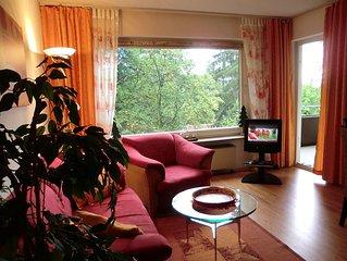 Gemütliche Wohnung mit Balkon und hauseigenem Schwimmbad