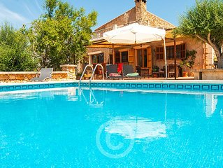 Country house with pool and beautiful terraces, quiet and inexpensive.