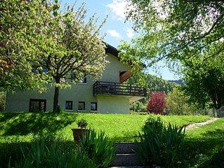 Agreable petit appartement en rez de jardin avec vue sur la vallee.