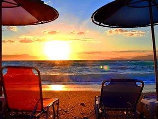 Loutraki Diamond Beach House: Au bord de la plage