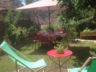 Cosy maisonnette Lascaux /Sarlat.Calme , confortable ,centre village , jardin !