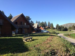 LOCATION CHALET WOOD PLAYS THE WOLF 6/7 HEATED POOL AND SAUNA