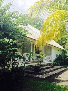 Villa coloniale avec piscine, tres proche de la plage, ideale pour les familles