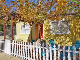 Charming Downtown Cottage -6 short blocks
