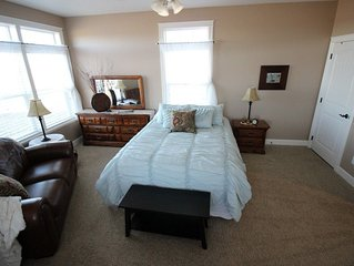 2 Br Large Master Suite on Farm Near Town with Fantastic Views of Mtns & Town