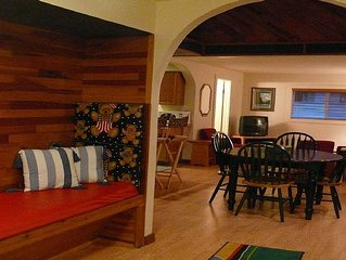 Chalet at Alexander's Lodge (close to Mt Rainier entrance, Breakfast included!!)