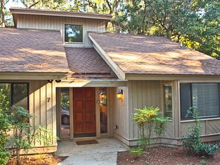 Light Filled Sea Pines Home close to beach and Harbortown
