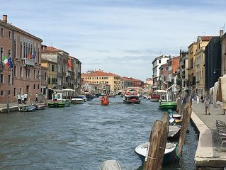 Cà Farnese, awsome big & sunny apt - traditional residential area Cannaregio