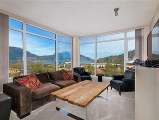 Gorgeous 3 Bedroom Condo With Panoramic Lake Views