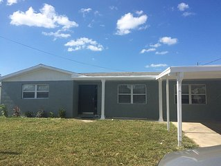 2/1 waterfront home on a deep salt water canal w/easy access to Gulf, Hudson Fl.