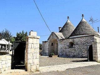 Trullo Alloro , abitazione tipica in pietra.