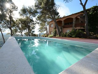 Holiday Home with beautiful sea and mountain view for up to 8. Private Pool