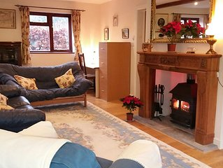 Village Country Cottage, Excellent family facilities inc garden, woodburner