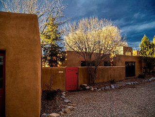 Taos sanctuary located in historic district with an easy walk to Taos Plaza