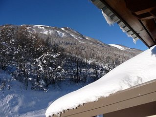 6/8 sleeps with mezzanine - ski-out access