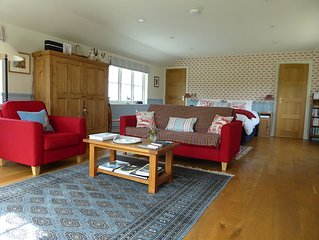 Peaceful riverside lodge in historic Wiltshire town very close to Salisbury