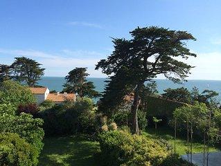 Belle villa de caractere, vue mer, terrasses, expo sud, jardin & plage