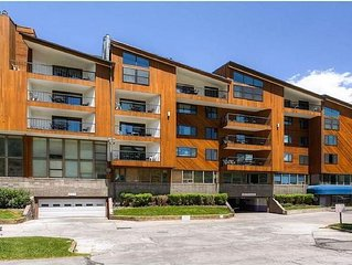 Beautiful 1BR, 1BA Vail Condo - Full Kitchen, Fireplace, Balcony plus much more!
