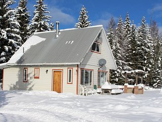 Beautiful Cozy Cabin close to Mount Baldy and Osoyoos BC