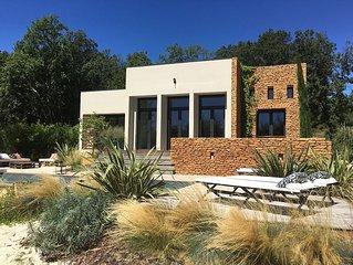 à proximité d'Uzes, villa contemporaine climatisée avec jardin et piscine privée
