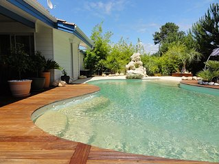 Belle villa vue golf superbe piscine balnéo belles prestations