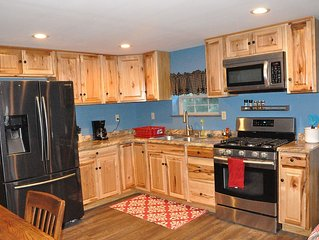 Apt 1 'Modern Yet Country' Barn Apt on 10 Acres Near Attractions