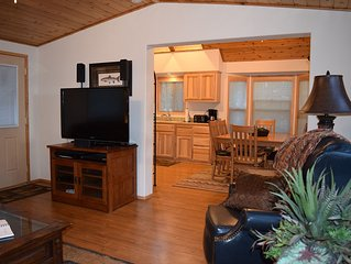 BOOK 2 NIGHTS-GET 1 FREE! Luxury Cabin on Hyatt Lake ~ Huge Deck ~ Hot Tub (#40)