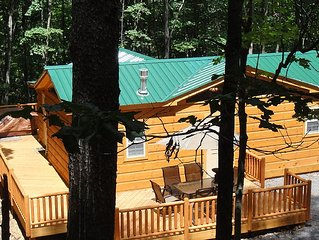 Private Log Cabin - Hot Tub, Flat Screens, Wi-Fi, Fireplace, Sm Pet Considered