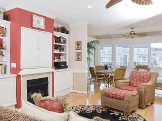 Gorgeous Townhome - Wi-Fi, Sunroom, Tennis, Pools, Play Area